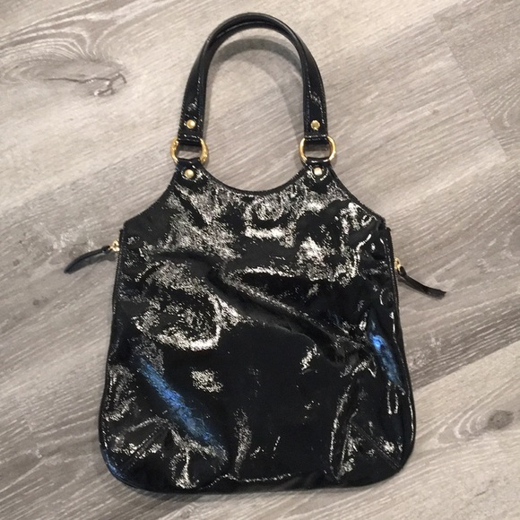 Yves Saint Laurent Handbags - Yves Saint Laurent Black Patent Leather Handbag